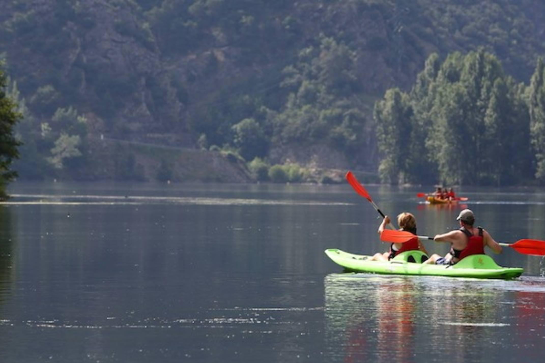 Spain Pyrenees Torrassa Lake kayak copyright rocroiwebsite