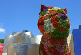 Spain bilbao guggenheim exterior flower dog close up