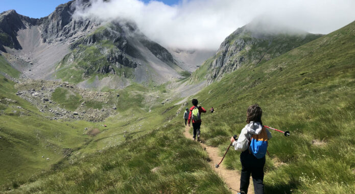Spain pyrenees family hiking kids c senderos ordesa