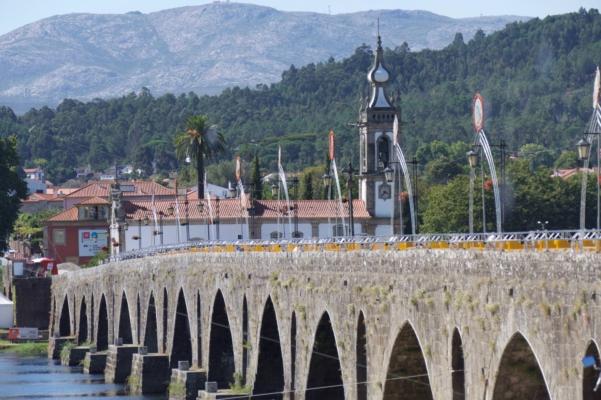 Portugal Minho Ponte de Lima bridge c diego pura