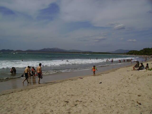 Costa rica tamarindo busy beach