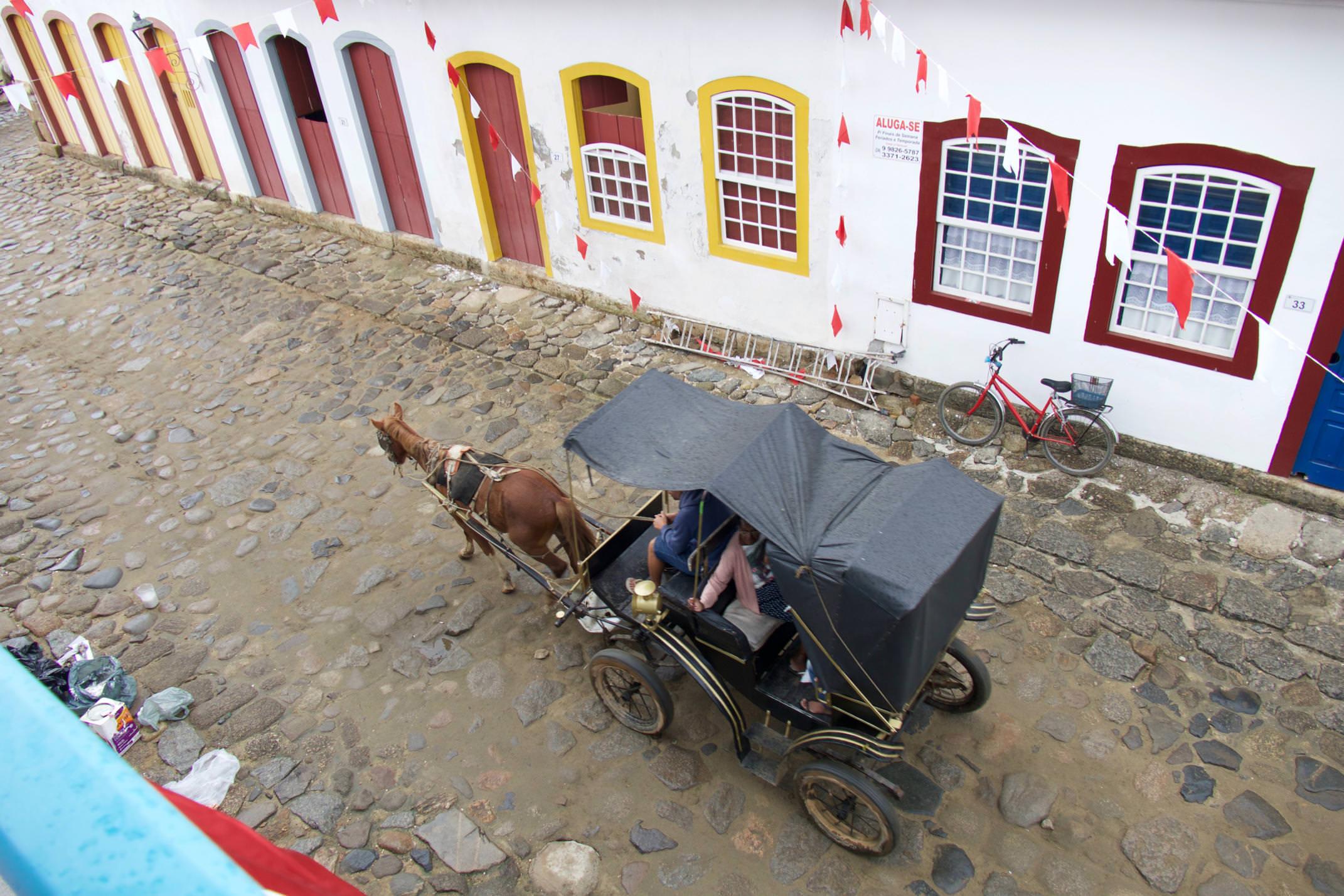 Brazil paraty horse and carriage copyright pura aventura thomas power