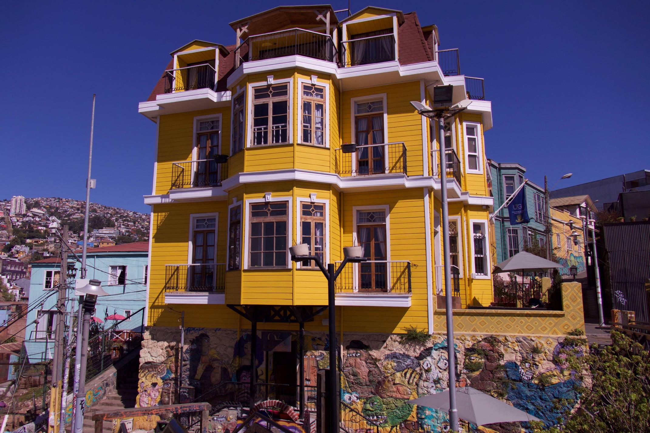 Chile central coast valparaiso yellow house