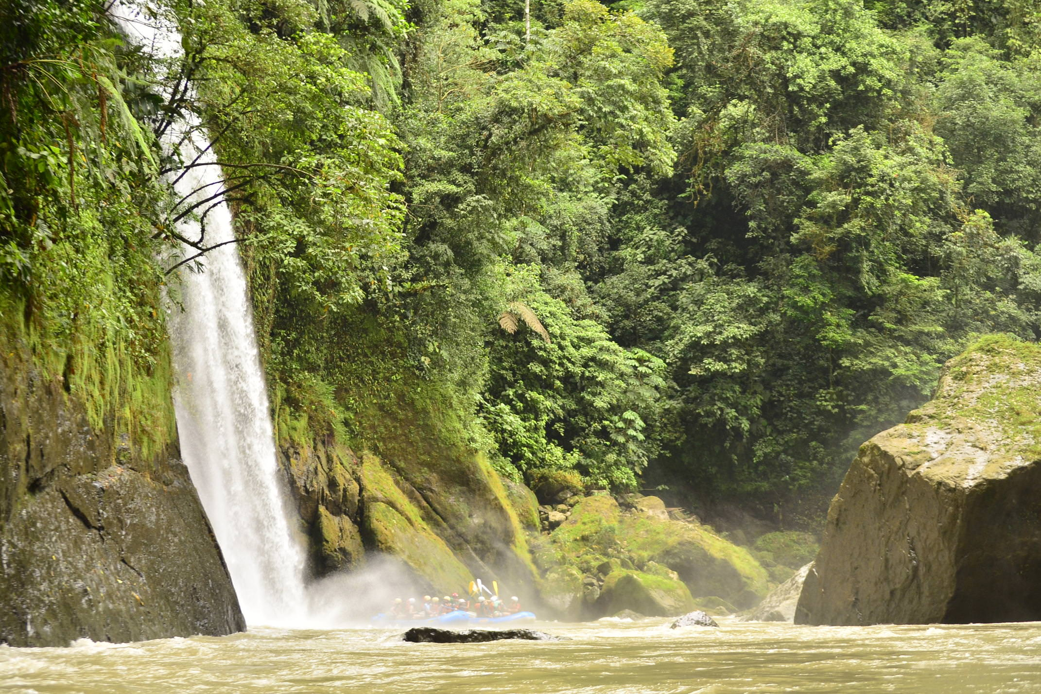 Costa rica pacuare rafting under waterfall