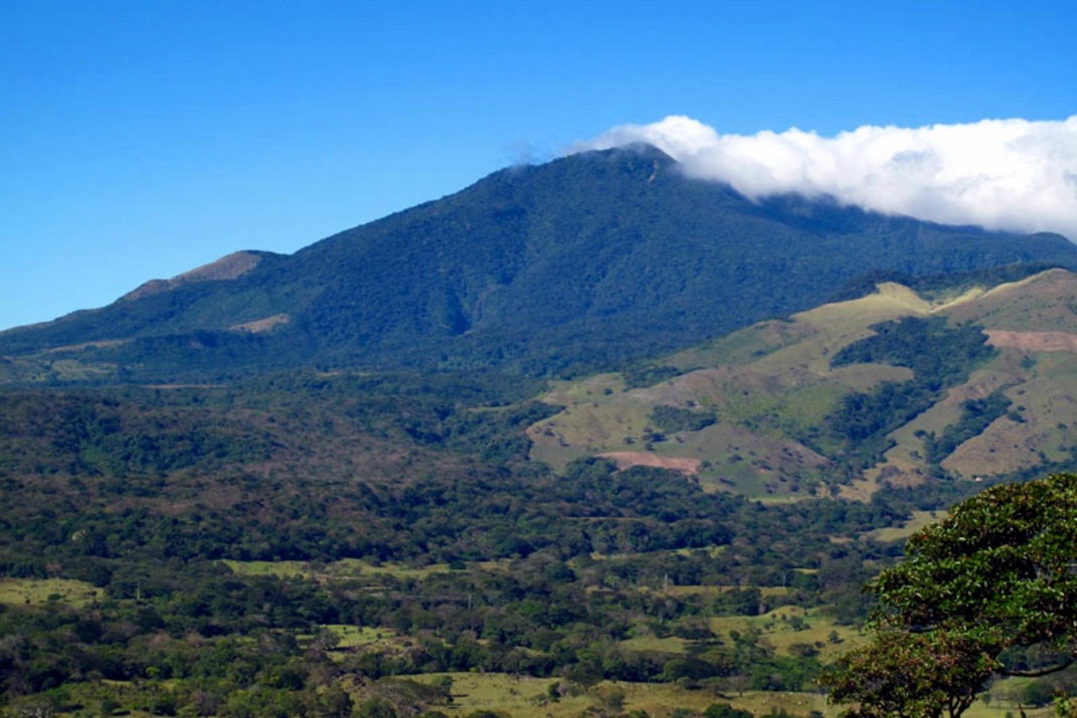 Costa rica rio perdido miravalles volcano