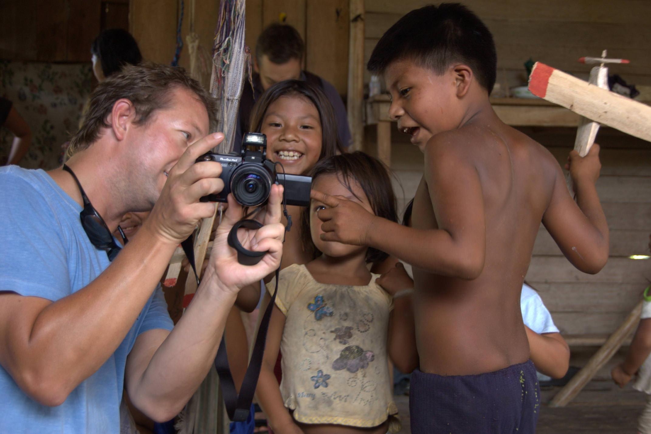Ecuador amazon huaorani ecolodge senderos kids looking at photos