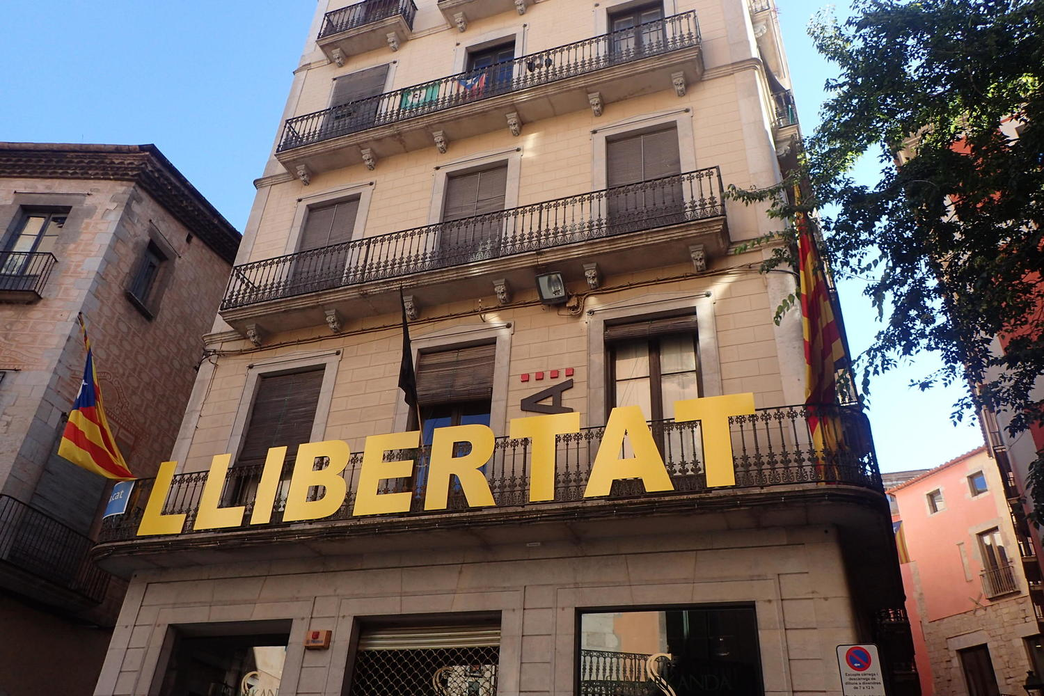 Yellow political statements on the streets of Catalonia