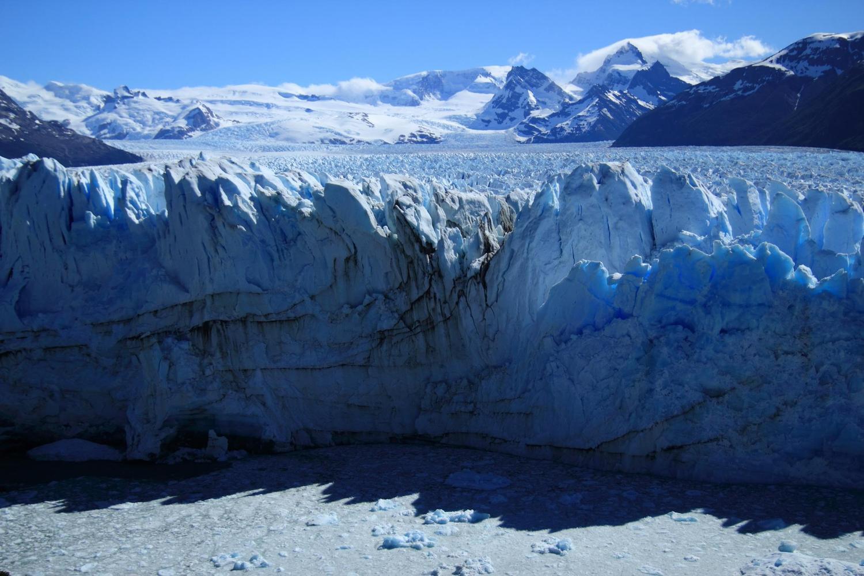 argentina-patagonia-perito-moreno-glacier-view-over-ice-to-mountains-c-saikit-leung
