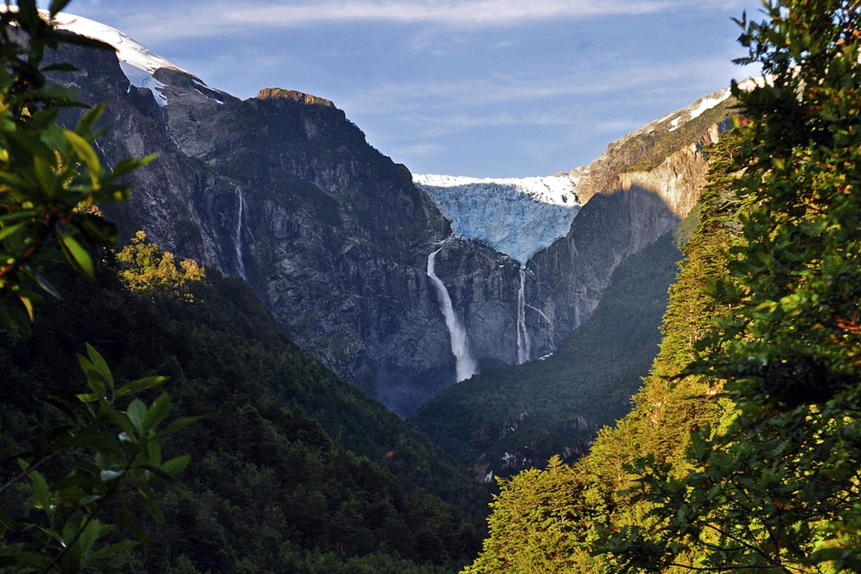 chile-patagonia-carretera-austral-queulat-landscape.jpg)
