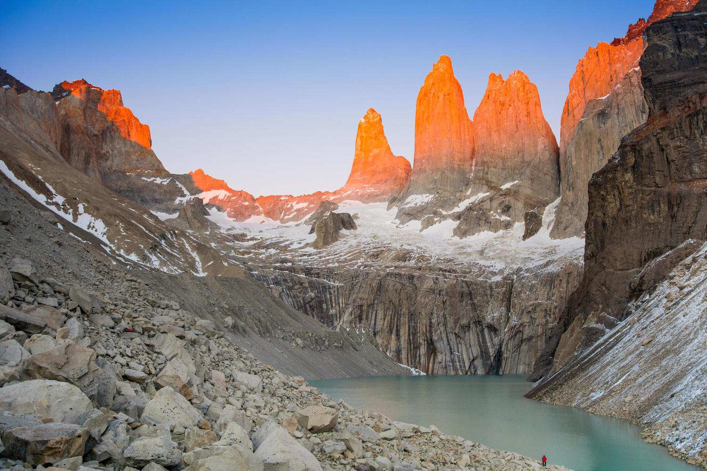 chile-patagonia-torres-del-paine-mirador-torres-sunrise-person