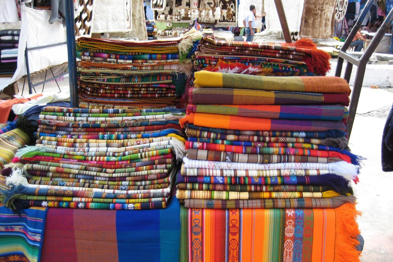 ecuador-imbabura-otovalo-market-weavings