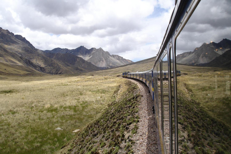 peru-altiplano-orient-express-train-trans-andino