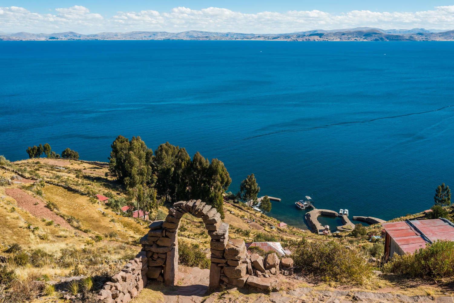 peru-lake-titicaca-titicaca-lake-from-taquile-island-in-the-peruvian-andes-at-puno
