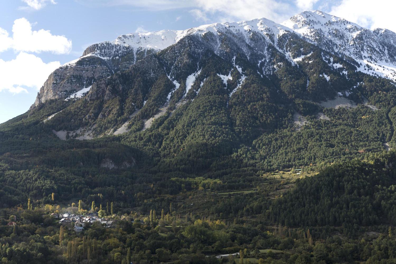spain-aragon-pyrenees-chistau-saravillo-autumn