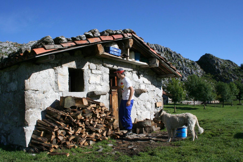Ruben entering the cheese smoking hut in Belbin