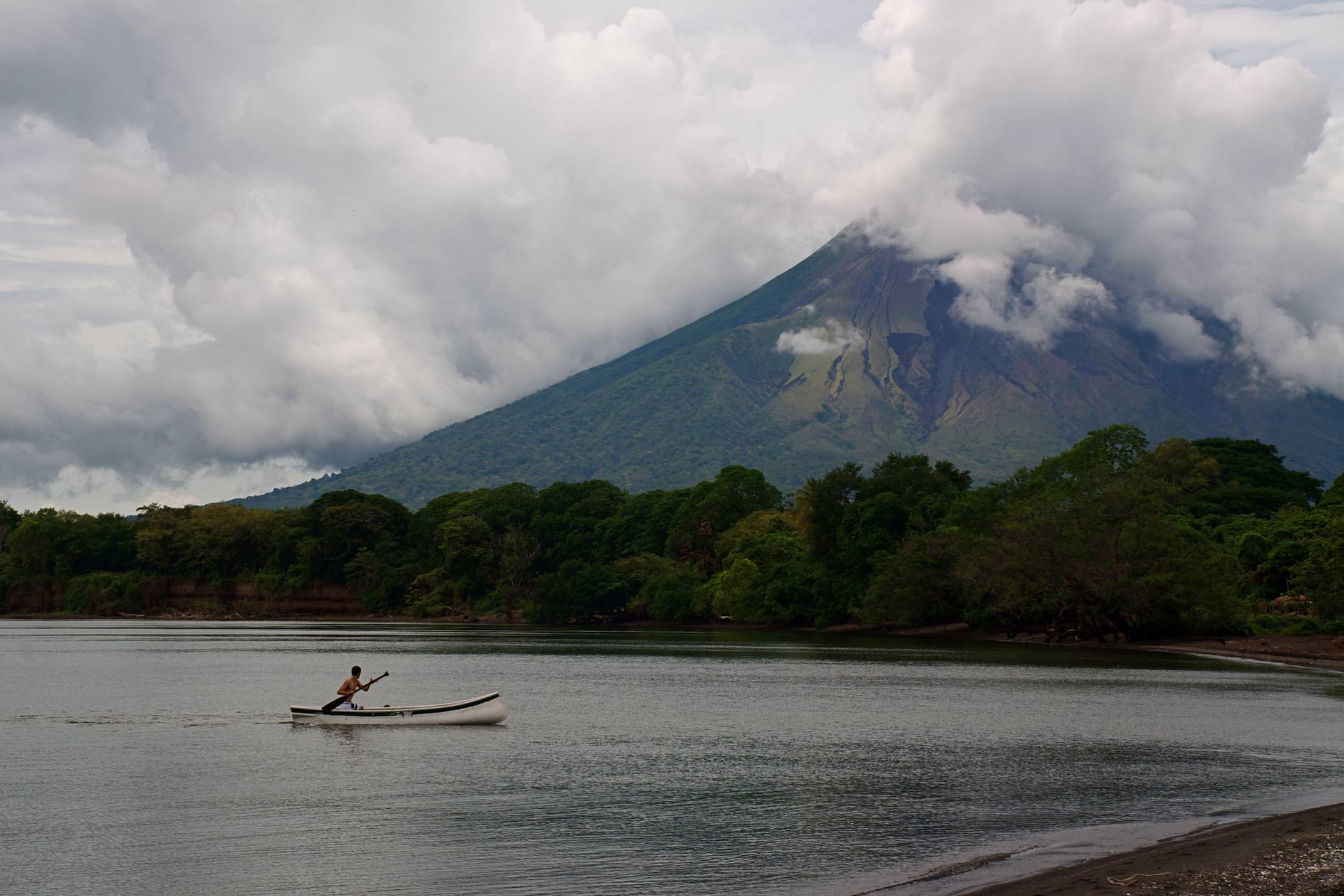 Nicaragua ometepe kayak approaching beach