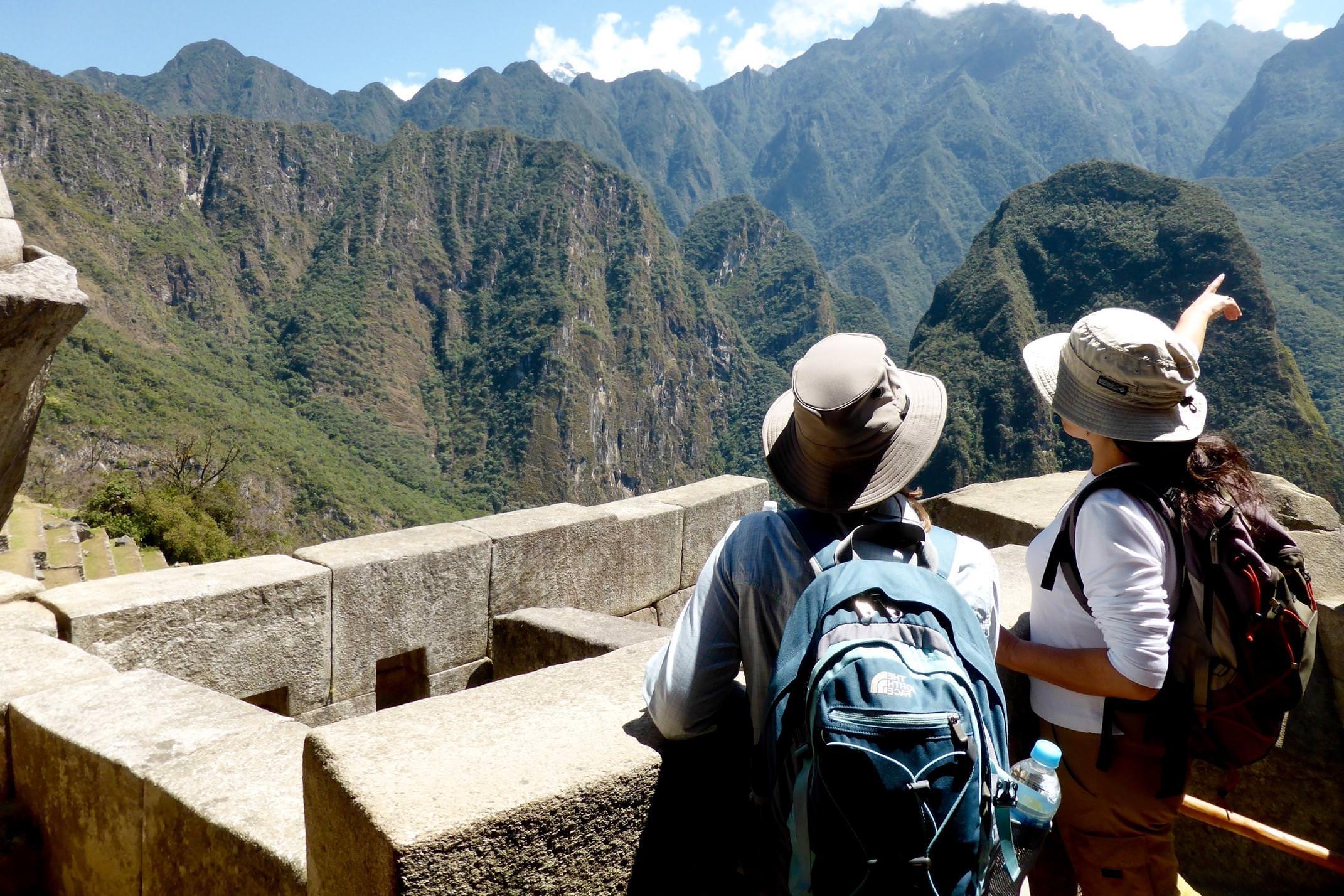 Peru inca trail to machu picchu guide pointing over mountains2