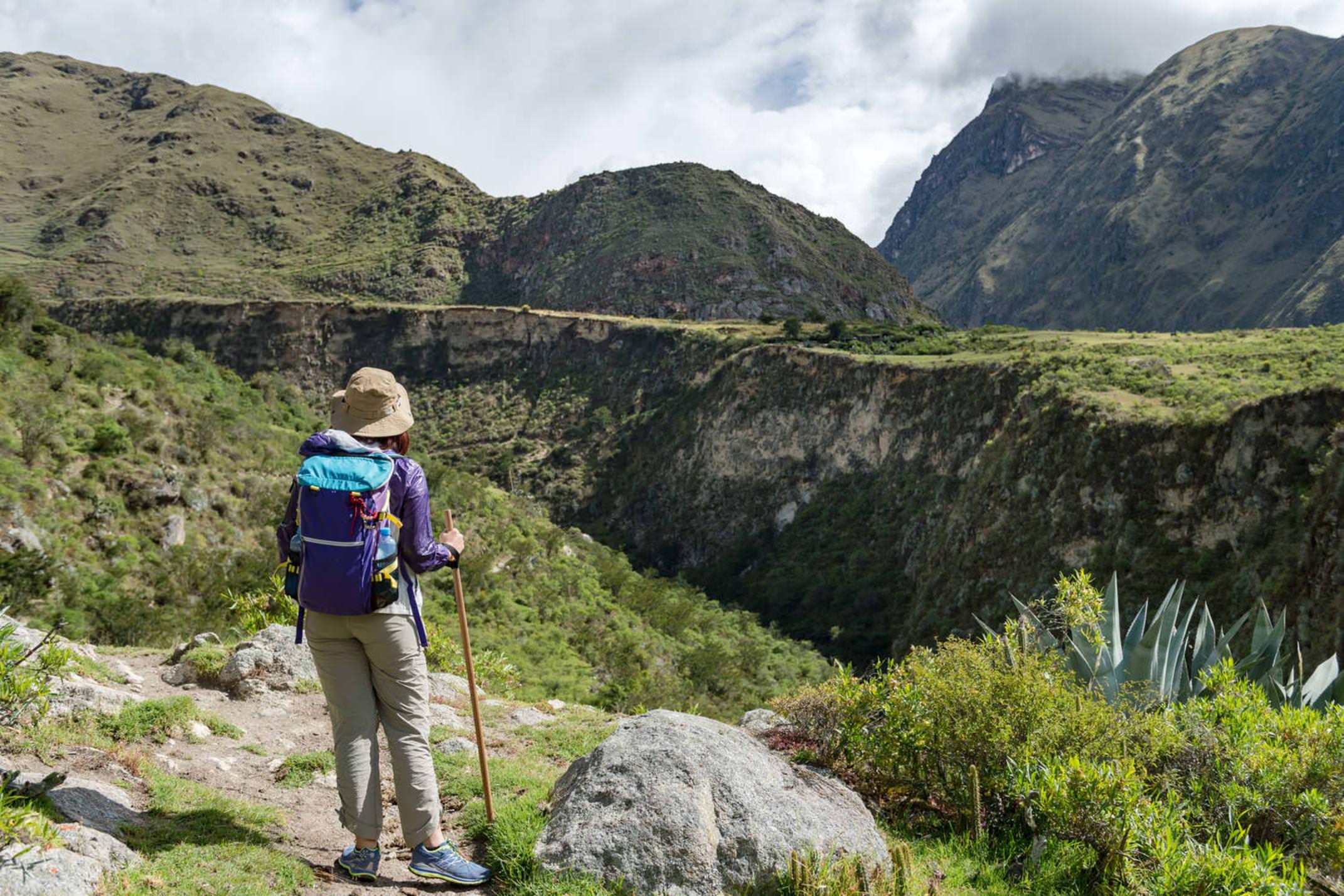 Peru inca trail travallers walking on the inca trail km82 machu picchu peru