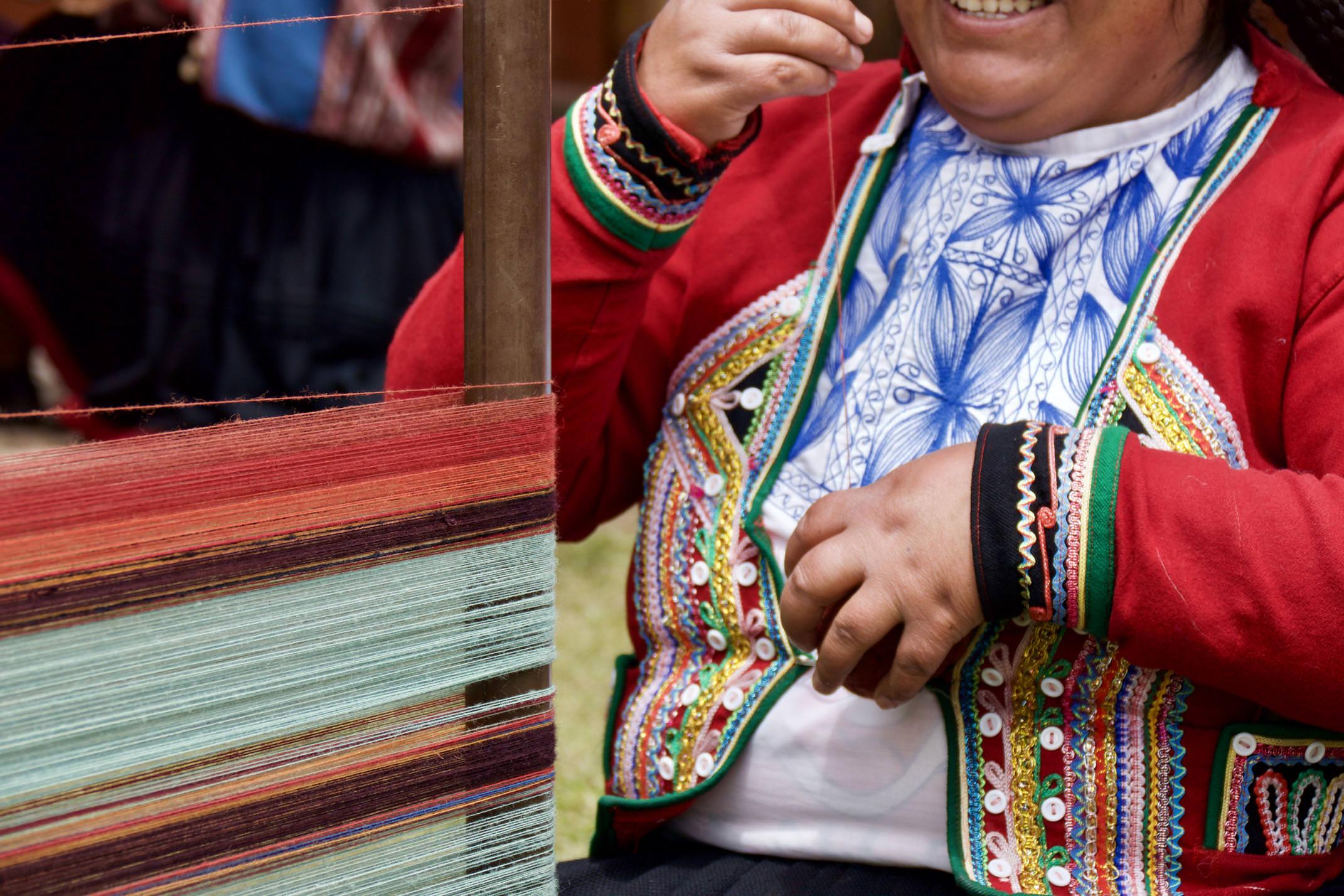 Peru sacred valley chinchero weavers simling loom