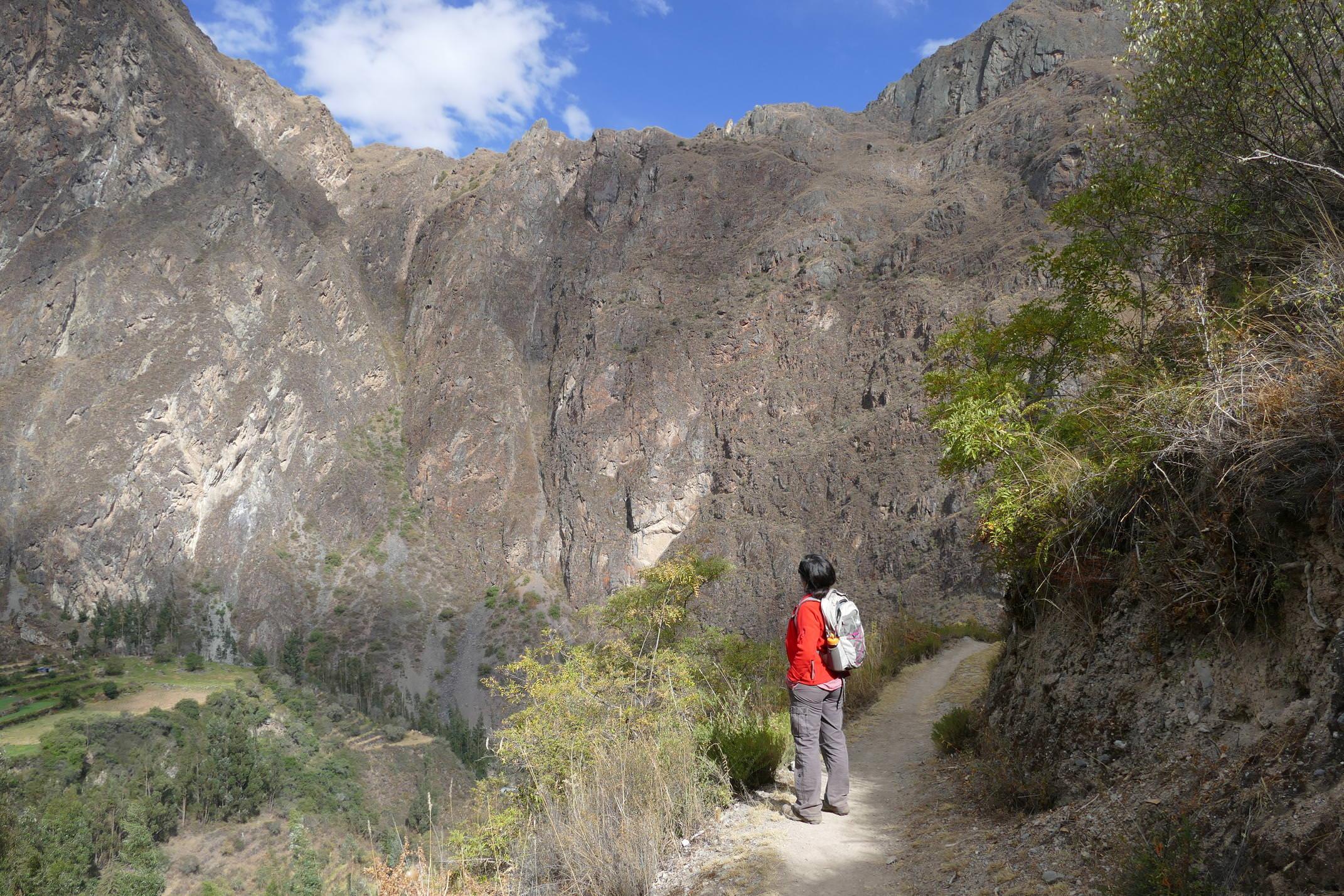 Peru sacred valley walking from pumamarca to ollantaytambo c sarah pura