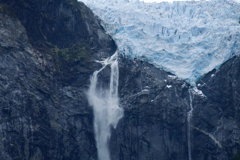 chile-patagonia-carretera-austral-close-up-queulat-glacier