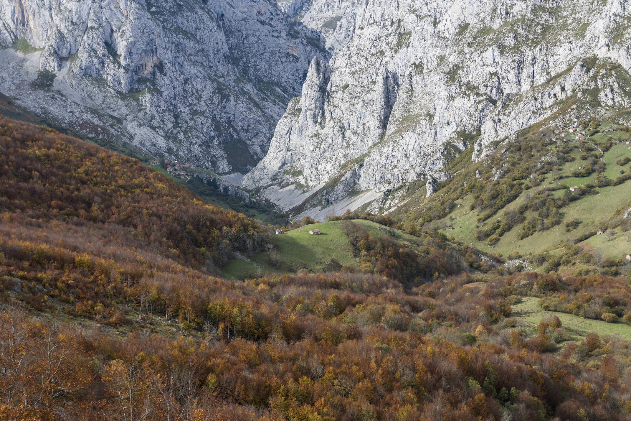 Spain asturias picos de europa bulnes autumn fall c diego