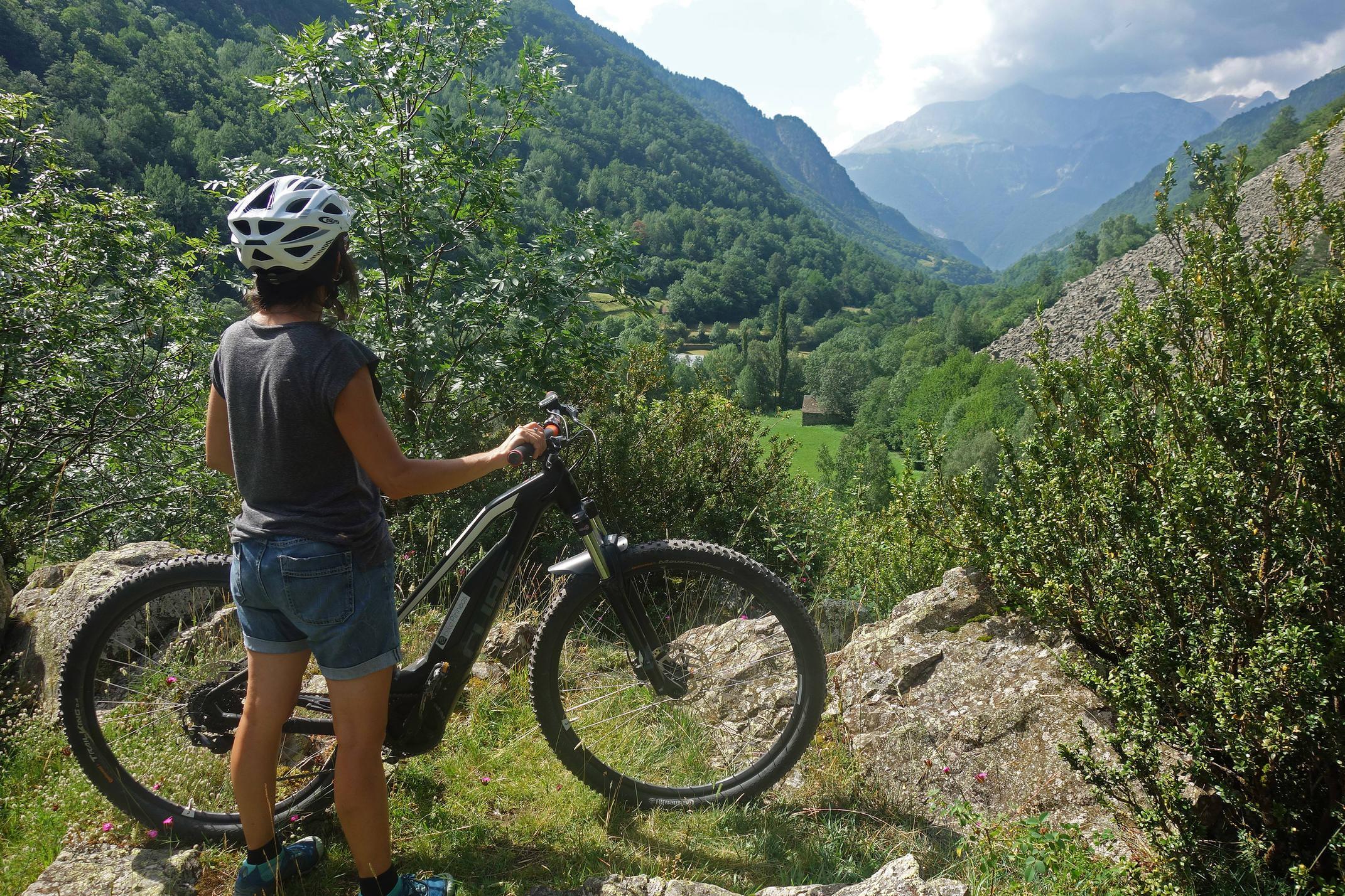 Spain pyrenees huesca ebike chistau viados maria c diego